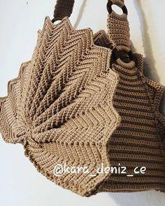 Marvelous Crochet A Shell Stitch Purse Bag Ideas. Wonderful Crochet A Shell Stitch Purse Bag Ideas. Zig Zag Crochet, Free Crochet Bag, Crochet Shell Stitch, Crochet Diy, Crochet Tote, Crochet Handbags, Crochet Purses, Hand Crochet, Vintage Crochet Patterns