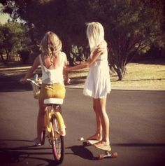 Lily no Skate e Marie na Bike Best Friends Forever, My Best Friend, Girls Skate, Vive Le Sport, Bastilla, Best Friend Pictures, Longboarding, Summer Of Love, Summer Days