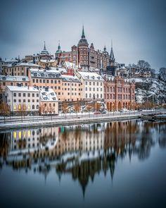 """karl on Instagram: """"Berget af Maria #södermalm #stockholm #sweden #stockholm_insta #stockholmworld #visitstockholm #viewstockholm #loves_sweden…"""" Stockholm, New York Skyline, Cathedral, Karl, Building, Travel, Instagram, Pictures, Viajes"""