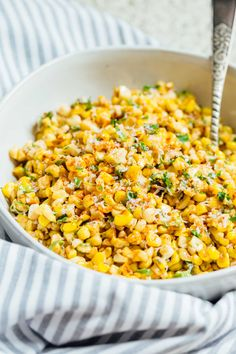 Mexican Street Corn off the Cob - Mexican Street Corn in a Bowl A less messy way to eat Mexican street corn! This Mexican street corn off the cob is one you'll want to make for all your parties year-round! Corn Recipes, Side Dish Recipes, Vegetable Recipes, Mexican Food Recipes, Vegetarian Recipes, Dinner Recipes, Healthy Recipes, Vegetable Ideas, Vegetarian Food