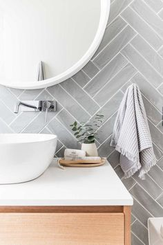 4 Quick Tips AND Tricks: Natural Home Decor Ideas Bathroom organic home decor bedroom plants.All Natural Home Decor organic home decor diy bathroom.Natural Home Decor Modern Dream Houses. Bathroom Accents, Modern Bathroom Decor, Bathroom Wall Decor, Bathroom Colors, Bathroom Interior Design, Decor Interior Design, Bathroom Ideas, Bathroom Renovations, Gold Bathroom