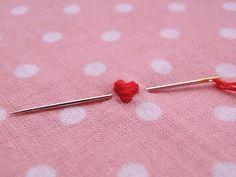 &Stitches: Tutorial: Tiny padded satin stitch hearts