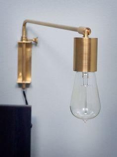 Vägglampa med svängbar arm, mässing - Bloomingville
