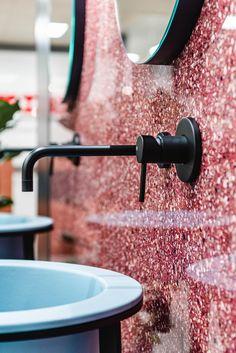 Elegante rubinetteria di Gessi Spa, abbinato alla piastrella di grande formato (120x240) Artwork Deco di Florim Ceramiche, e lavabo di Ceramica Cielo. Showroom, Grande, Photo Galleries, Spa, Gallery, Design, Powder Room, Sky, Chic