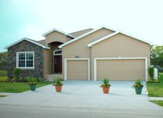 Williamson II by Highland Homes. Click to view the home plan and for more info on this Florida new home! #dreamhomes