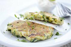 Feinste #Zucchinipuffer sind das ideale #Rezept für gesundheitsbewusste Feinschmecker, ideal als Beilage zum Salat.