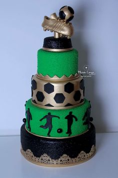 Bolo cenográfico futebol Soccer Cupcakes, Soccer Birthday Cakes, Soccer Cake, Soccer Party, 50th Birthday Party, Fondant, Sports Themed Cakes, How To Stack Cakes, Shirt Cake