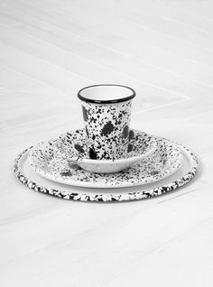 BORNN Monochrome plate, bowl and cups Christmas Gift Guide, Christmas Gifts, Monochrome, Tea Cups, Plates, Tableware, Ideas, Xmas Gifts, Licence Plates