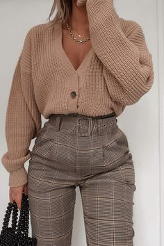 Order the Fashion Influx Brown Heritage Check Trousers from In The Style. Summer Work Outfits, Casual Work Outfits, Business Casual Outfits, Professional Outfits, Classy Outfits, Pretty Outfits, Stylish Outfits, Outfit Work, 6th Form Outfits