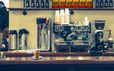 """VOCÊ GOSTA DE CAFÉ COM LEITE? O café com leite além de tradicional é também conhecido em todo o mundo. Suas variações podem mudar muito de uma cultura para a outra, mas não há dúvidas de que é bastante apreciada em todas, principalmente no Brasil. Selecionamos aqui 5 cafés com leite que você pode seguramente pedir em qualquer """"balcão"""". http://cafeouronegro.com.br/5-cafes-com-leite-que-voce-pod…/"""