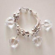 Bracciale alcantara bianco, cuori cristallo