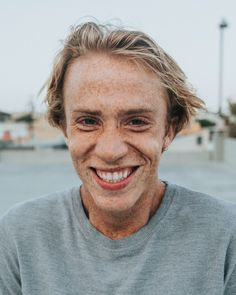 man in gray crew neck shirt smiling photo – Free Human Image on Unsplash Close Up Photography, Photography Women, Portrait Photography, Smile Pictures, Smile Images, Girl In Water, Free High Resolution Photos, Happy Photos, Smiling Man