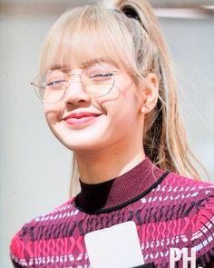 Lalisa manoban - manoban ❤️❤️❤ so cuteeee😘 . Kim Jennie, Yg Entertainment, K Pop, Rapper, Lisa Blackpink Wallpaper, Blackpink Photos, Kim Jisoo, I Miss Her, Blackpink Memes