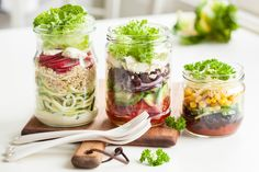 Don't stress about trying to eat clean and healthy. These easy-to-remember healthy eating rules will help clean up your diet. Clean Eating Rules, Clean Eating Breakfast, Clean Recipes, Whole Food Recipes, Healthy Recipes, Clean Foods, Diet And Nutrition, Salad In A Jar, Cheese Salad