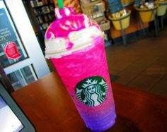 starbucks rainbow galaxy frappe :) recipe: Hungry for a cold drink?Only have a few things? well with this recipe you can travel out to space!(and relax+not be hot! Starbucks Caramel Frappuccino, Starbucks Coffee, Starbucks Diy, Copo Starbucks, Bebidas Do Starbucks, Starbucks Secret Menu Drinks, Milk Shakes, Fun Drinks, Yummy Drinks