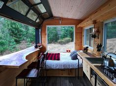 Have you spent a few nights in a tiny house on wheels yet to see what it's like? That's why I've collected these 33 tiny house vacations you can book now! Best Tiny House, Tiny Cabins, Tiny House Living, Tiny House Bedroom, Bedroom Nook, Attic Bedrooms, Tiny Spaces, Tiny House On Wheels, Tiny House Design