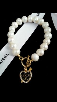 Every shoe-lover needs to possess this bracelet. The bracelet has to do with 7 inches in length and 5 shoe appeals hang from the oval links of bracelet. Coco Chanel, Chanel Pearls, Chanel Jewelry, Luxury Jewelry, Cute Jewelry, Jewelry Accessories, Fashion Accessories, Fashion Jewelry, Ankle Bracelets