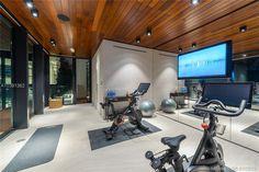 34 La Gorce Circle in Miami Beach, Florida Gym Miami Beach, Infinity Pools, Bel Air Mansion, Modern Miami, Futuristisches Design, Miami Houses, Villa, Modern Mansion, Expensive Houses