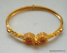 I love the gold color of gold in India. Gold Bangles Design, Gold Earrings Designs, Gold Jewellery Design, Designer Bangles, Antique Jewellery, Bridal Jewellery, Gold Rings Jewelry, Sterling Silver Necklaces, Pendant Jewelry