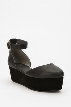 Basic Ecote flatform wedge, only $59 at Urban Outfitters (my new favorite place for cheap knockoff shoes)