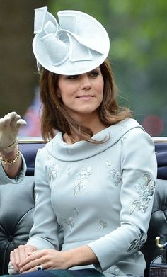 Duchess Catherine's Jane Corbett hat, 2012  https://www.etsy.com/shop/royalteahats