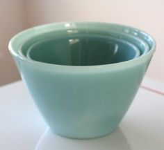 """Fire King's """"turquoise"""", This mixing bowl set is like my kitchen holy grail, y'all. Also the measuring cups. Antique Dishes, Vintage Dishes, Vintage Pyrex, Vintage Bowls, Vintage Kitchenware, Vintage Glassware, Kitsch, Objets Antiques, Turquoise Kitchen"""