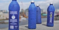 'The Choose Water bottle', developed by James Longcroft, aims to replace plastic bottles and help save the world's oceans from plastic waste. This Biodegradable Water Bottle Fully Decomposes in Just 3 Weeks. Eco Friendly Water Bottles, Oceans Of The World, Fun Cup, Plastic Waste, Listening To Music, Plastic Bottles, Ecology, Biodegradable Products, Inventions