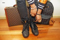 I want those bags! Ysl Boots, Men's Boots, Urban Fashion, Mens Fashion, Smart Casual Men, Gianni Versace, Combat Boots, Swag, Louis Vuitton