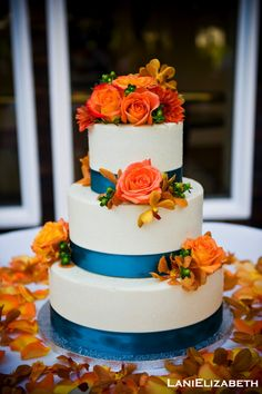 orange flowers on the cake...idk if i'd want my wedding sharks themed but those are my favorite colors....