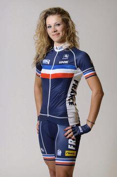 Marion Rousse avec le maillot de l'équipe de France (1)