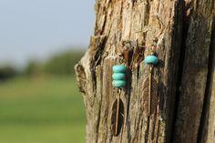 BO676 Boucles d'oreilles plume en métal // par creationjuliedupont, $15.00 Turquoise Necklace, Creations, Beads, Jewelry, Turquoise Beads, Ears, Boucle D'oreille, Locs, Jewels
