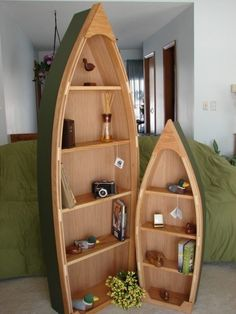 Riutilizzare una barca a remi per una mensola che urla avventura.