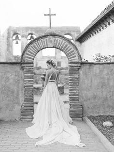 Photography: Valentina Glidden Photography - blog.valentinaglidden.com   Read More on SMP: http://www.stylemepretty.com/2016/03/25/whimsical-botanical-franciscan-gardens-wedding-inspiration/