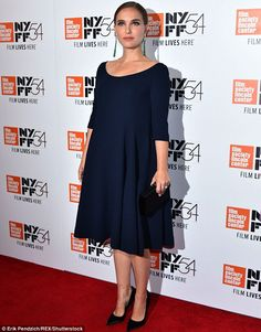 Natalie Portman Perfectly Embodies Jackie Kennedy's Elegance in a Navy Dior Dress Stylish Maternity, Maternity Dresses, Maternity Fashion, Maternity Style, Pregnancy Fashion, Maternity Wear, Natalie Portman, Dior Gown, Pregnancy Looks