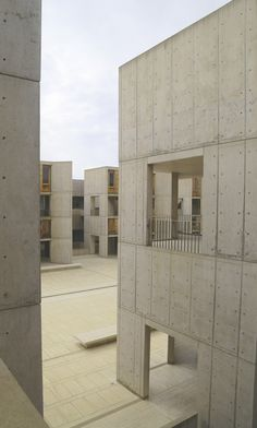 Louis Kahn Salk Institute in La Jolla, California Concrete Facade, Concrete Architecture, Precast Concrete, Concrete Building, Classical Architecture, Architecture Design, Landscape Architecture, Concrete Board, Concrete Design