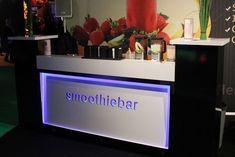 Een strakke hoogglans smoothiebar  #barcompany #mobiele #smoothiebar #bartender #smoothie #fresh #juice #verse #sappen #evenementen #feesten #oplocatie #congres #beurs