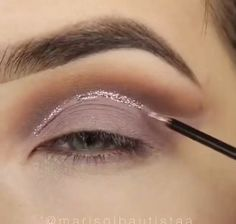 Makeup – makeup tutorial for beginners for teens Smoke Eye Makeup, Makeup Eye Looks, Eye Makeup Steps, Eyeshadow Makeup, Makeup Art, Sparkly Eyeshadow, Blending Eyeshadow, Creative Eye Makeup, Colorful Eye Makeup