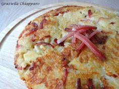 Rosti con patate e speck | Ricetta Il Rösti è un piatto della cucina svizzera a base di patate grattugiate. La ricetta base prevede l'utilizzo di sole patat