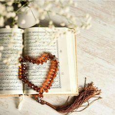 Tasbeeh on Quran Pak Islam Muslim, Allah Islam, Islam Quran, Ramadan Mubarak Wallpapers, Mubarak Images, Quran Karim, Happy Friday Quotes, Islam Marriage, Quran Pak