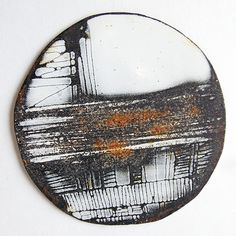 Amanda Denison (U.) - brooch - enamel and rusted steel. Ceramic Jewelry, Enamel Jewelry, Clay Jewelry, Metal Jewelry, Jewelry Art, Jewelry Design, Funky Jewelry, Unusual Jewelry, Modern Jewelry
