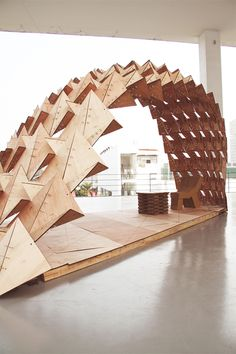 The SZU pavilion is the result of a semester long module collaborated between HKPDA and Shenzhen University. Bending gracefully in the atrium space of SZU.