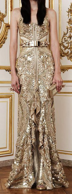Givenchy Fall 2010 Haute Couture by Riccardo Tisci Haute Couture Style, Couture Mode, Couture Fashion, Fashion Beauty, Beautiful Gowns, Beautiful Outfits, Kaftan, Glamour, Dream Dress