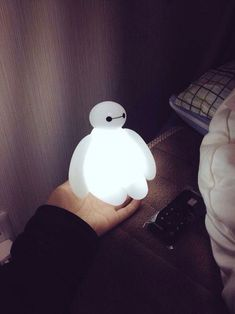 """Baymax LED Lamp Will Keep Your Nights Bright """"Hello. I am Baymax, your personal healthcare companion."""" By Baymax Product Feature: Disney Officially Licensed Product Brightness Control System: 25 Disney Collection, Big Hero 6 Baymax, Accessoires Iphone, Diy Décoration, Led Lampe, Disney And Dreamworks, Disney Love, Things To Buy, 21 Things"""