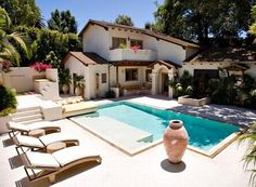 Spanish style homes – Mediterranean Home Decor Spanish Home Decor, Spanish Style Homes, Ranch Style Homes, Mediterranean Home Decor, Spanish House, Spanish Colonial, Pool House Designs, Backyard Pool Designs, Pool Landscaping
