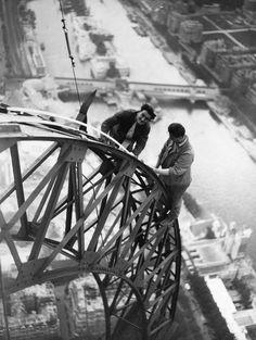 La Torre Eiffel cumple 126 años | Fotografía | EL PAÍS