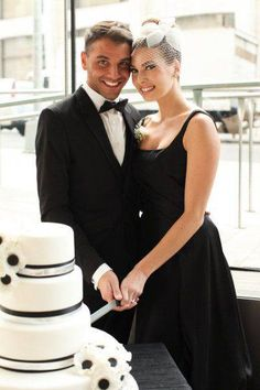 Black wedding. Actually, a very elegant alternative to the traditional white dress.