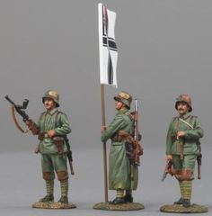 World War 1 German Army Stormtroops - Made by Thomas Gunn Military Miniatures and Models. Factory made, hand assembled, painted and boxed in a padded decorative box. Excellent gift for the enthusiast.