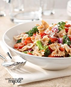 Salade de pâtes ranch aux légumes #recette Vinaigrette, Menu, Pasta Salad, Ranch, Ethnic Recipes, Food, Brocolli Salad, Grilled Chicken, Cherry Tomatoes