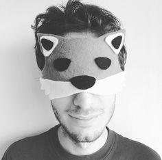 Hello foxy! ❤️ El día que L se animó a ser mi modelo para mostrarles este antifaz precioso!  Pronto encontrarán el paso a paso en la página web de @brothermoda para aprender a hacerlo usando la ScanNCut! #atyourside #brother #brotherinspira #fox #foxy #mask #foxmask #sleepingmask #blackandwhite #diyemprende #bloggerlife #bloggerlifestyle #shooting #love #boyfriend #instagood #instamood #picoftheday