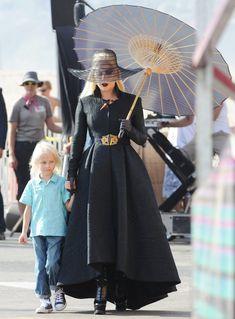 Resultado de imagen de lady gaga black dress